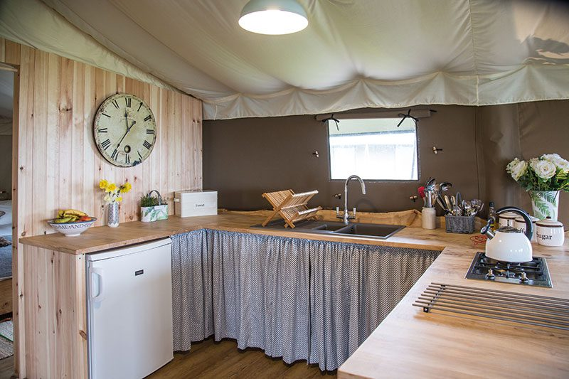 David Watson Cabinetmakers made the kitchen worktops from sustainable hardwoods (ash, beech, sycamore and elm), and used the offcuts as splashbacks