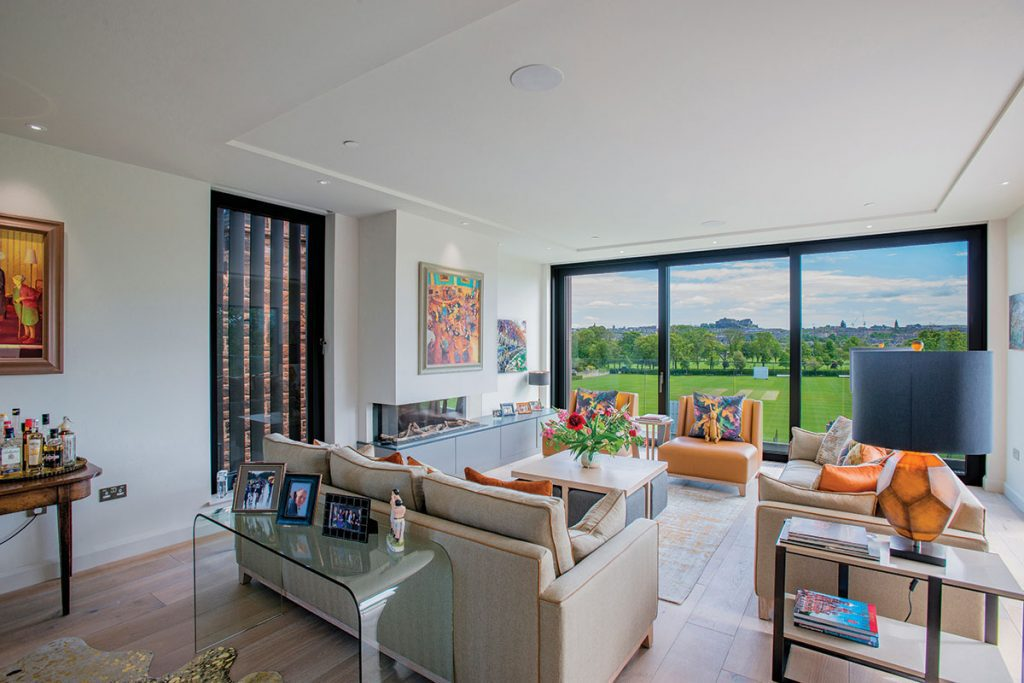 living-room-in-edinburgh-with-view-of-the-castle