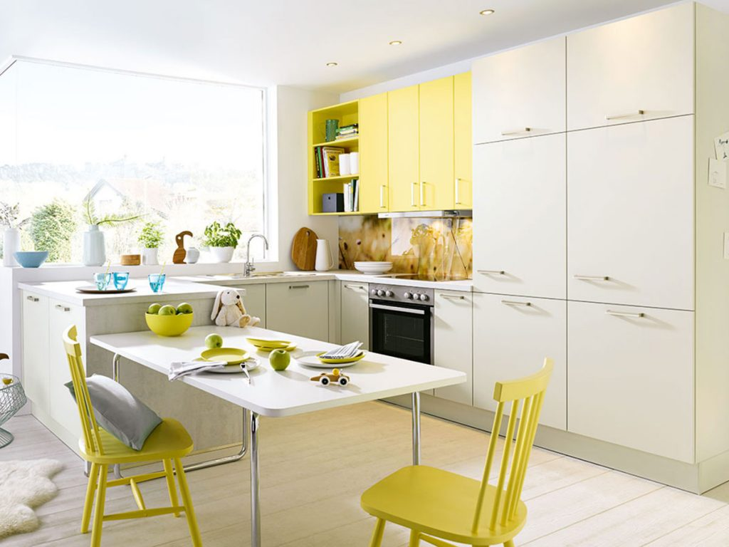 gideongegenschuss-yellow-kitchen-with-childrens-toys