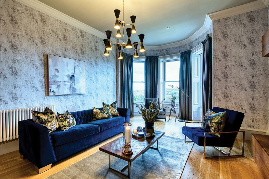 living-room-with-navy-accents