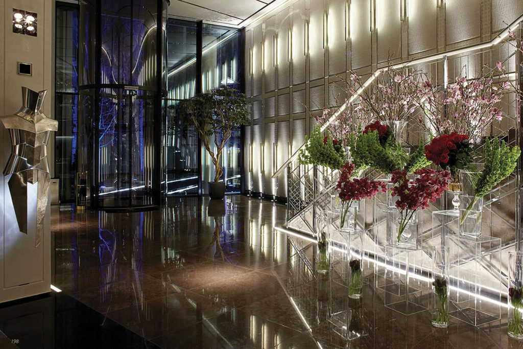 entrance-hall-with-large-flower-display