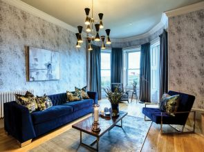 Case study: This living room is azure thing
