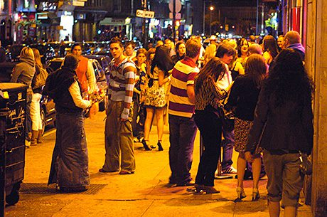Bars in Glasgow city centre could be allowed to trade until 1am.