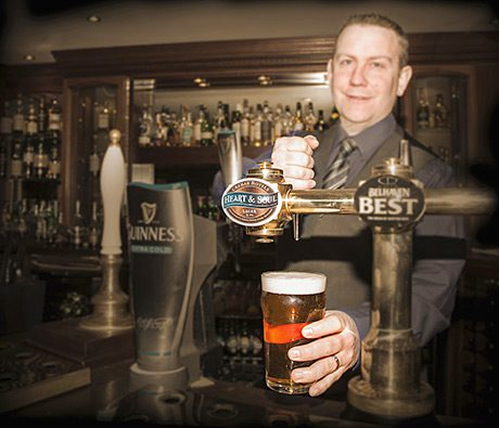 • Loch Fyne Hotel & Spa GM Marc Gardner pours a pint of Heart & Soul.