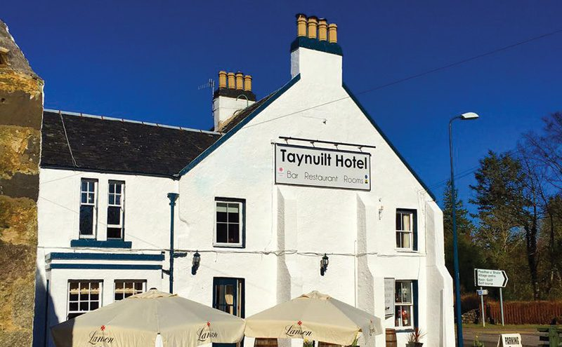 • The Taynuilt Hotel is located on the A85 between Tyndrum and Oban.