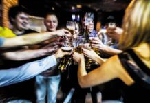 Blurry_people_drinking