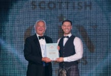 Orkney-Distilling's-head-of-production,-Louis-Wright-(r)-receiving-the-Scottish-Gin-Destination-of-the-Year-Award-from-Alan-Wolstenholme,-the-event's-taste-and-business-judge-