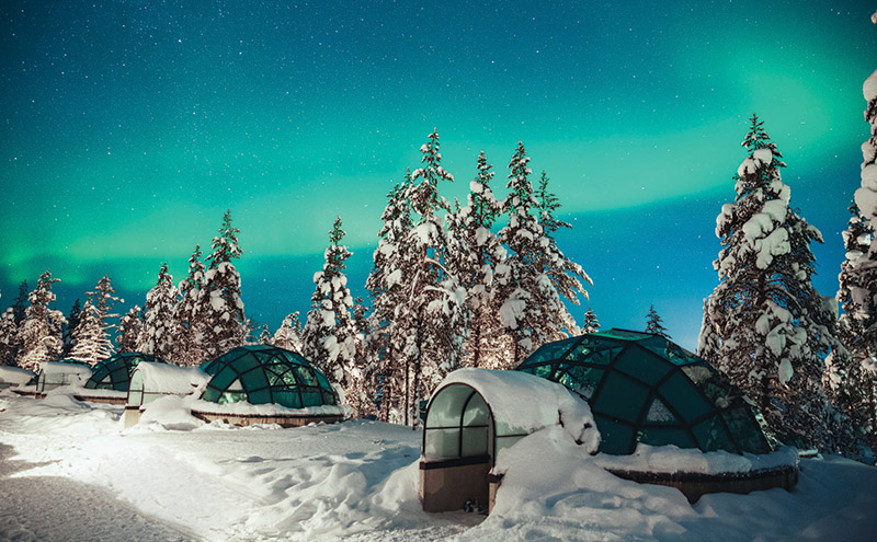 snow_CREDValtteri Hirvonen_Kakslauttanen glass igloo Northern Lights 2