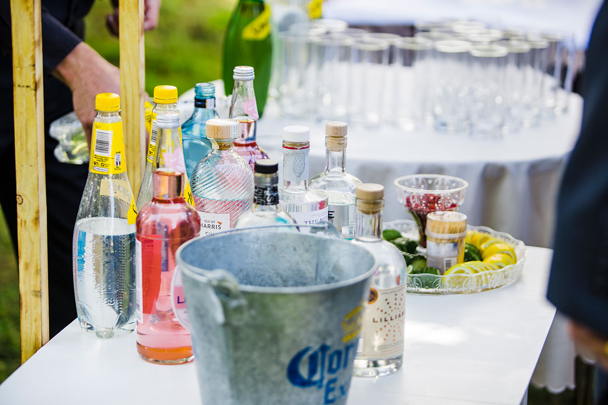gin-bar-at-wedding