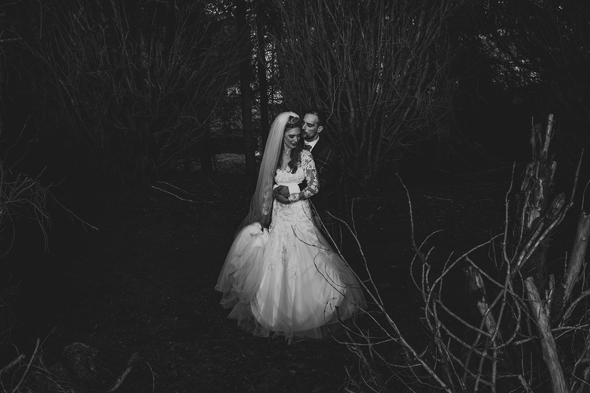 black-and-white-picture-of-bride-and-groom