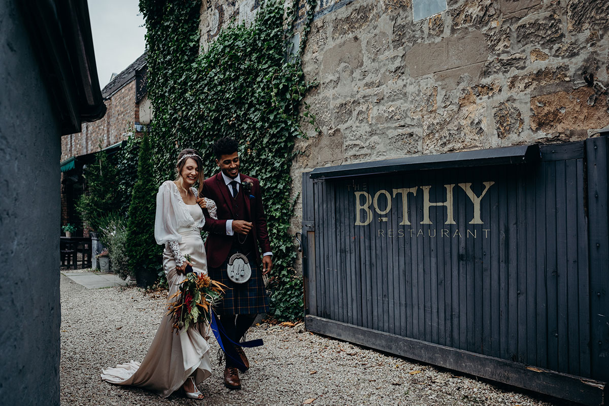 bride-and-groom-at-the-entrance-to-the-bothy-glasgow