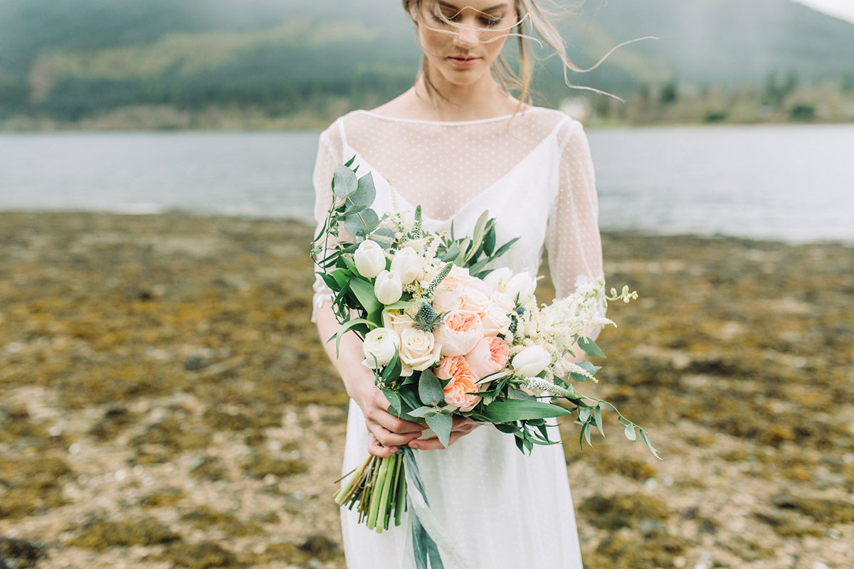 bride-holding-peach-rustic-bridal-bouquet