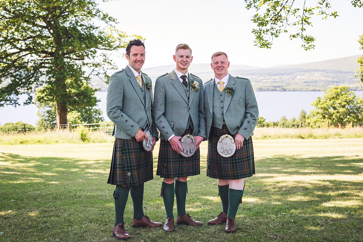 groom-and-groomsmen-in-kilt-outfits