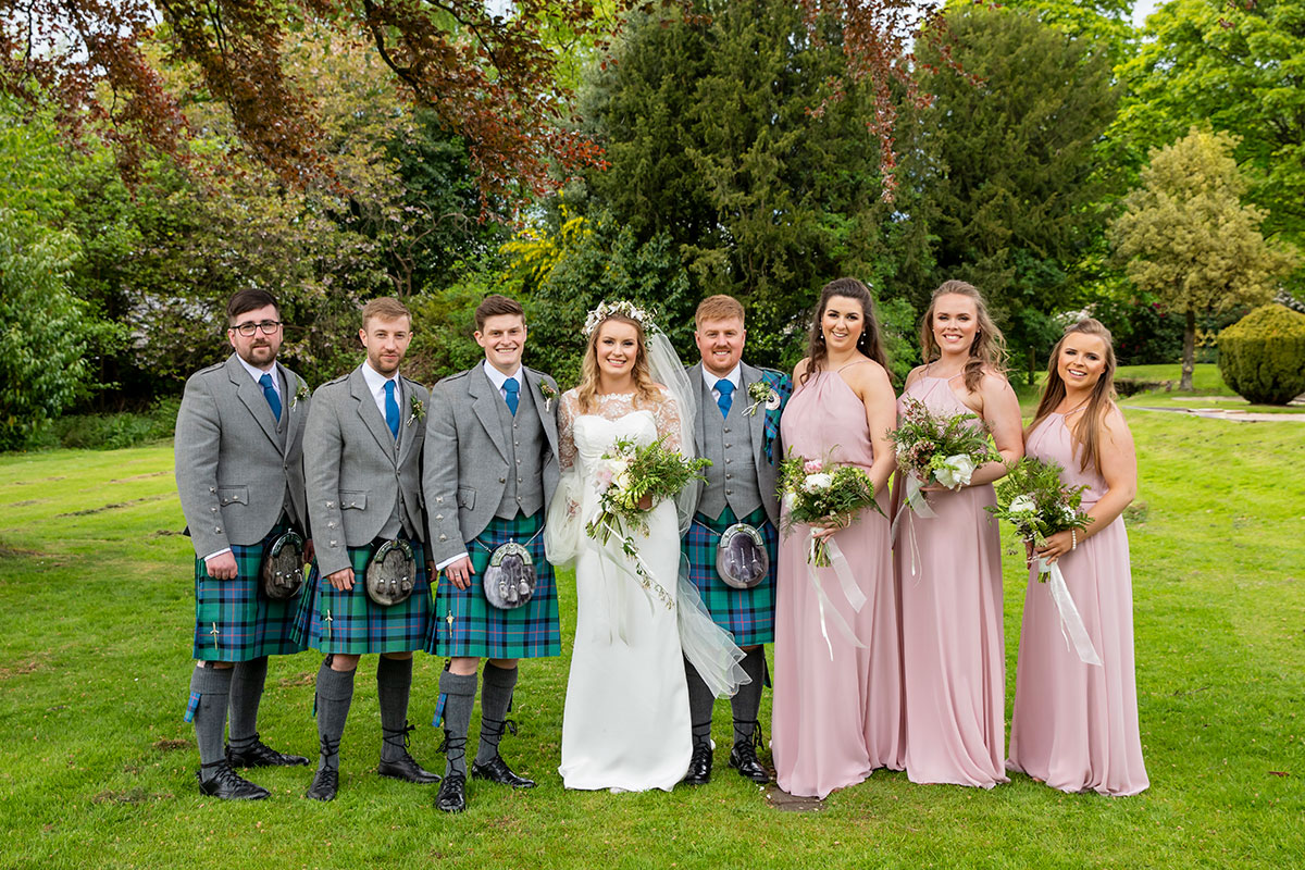 full-bridal-party-with-bride-and-groom