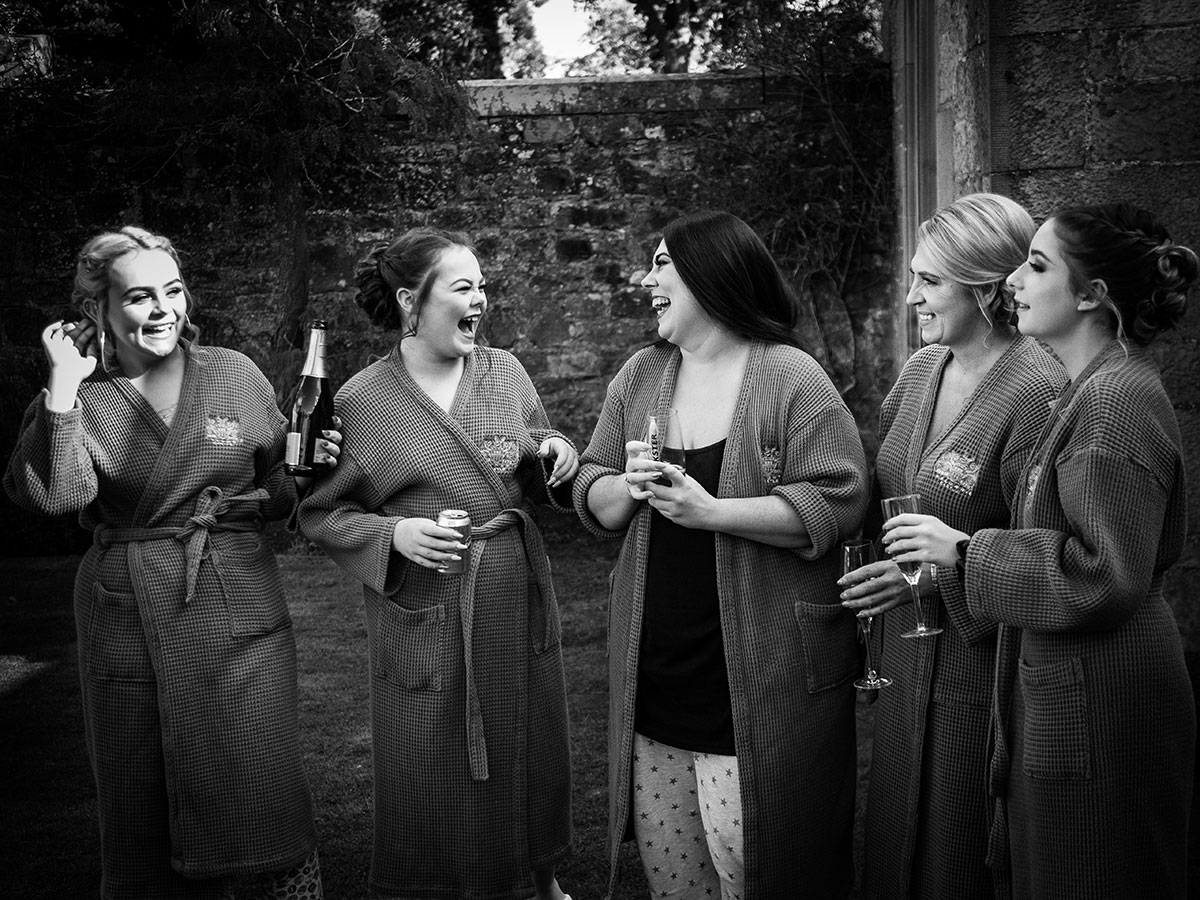 bride-and-bridesmaids-getting-ready