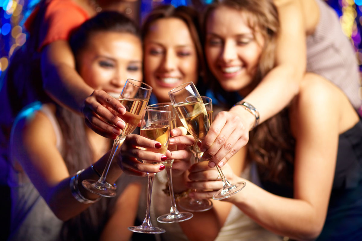 hens-all-toasting-with-glasses-of-fizz