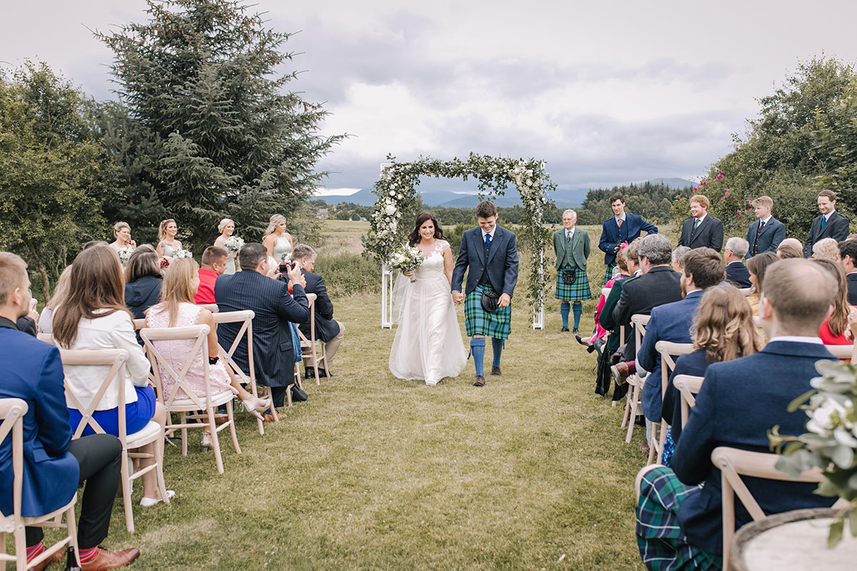 outdoor-ceremony-in-barn-grounds