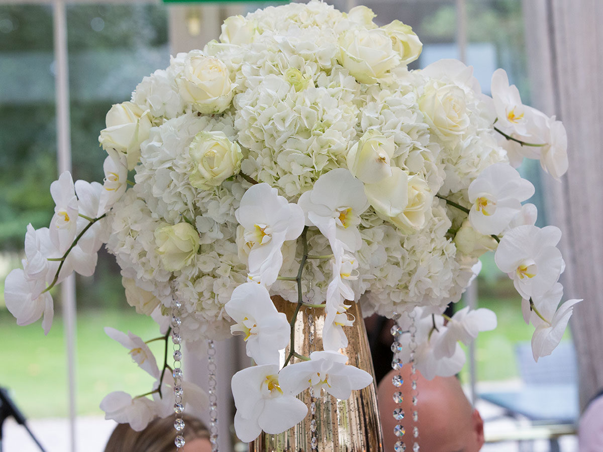 white-hydrangea-and-orchid-centrepiece