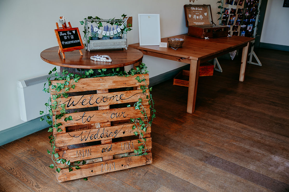 rustic-wedding-sign-on-wooden-pallet