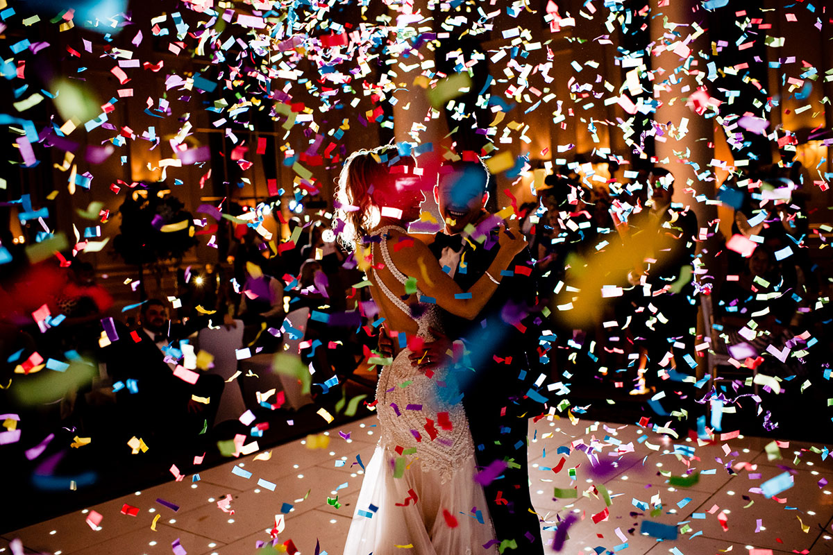 bride-and-groom-having-first-dance-with-confetti-cannon