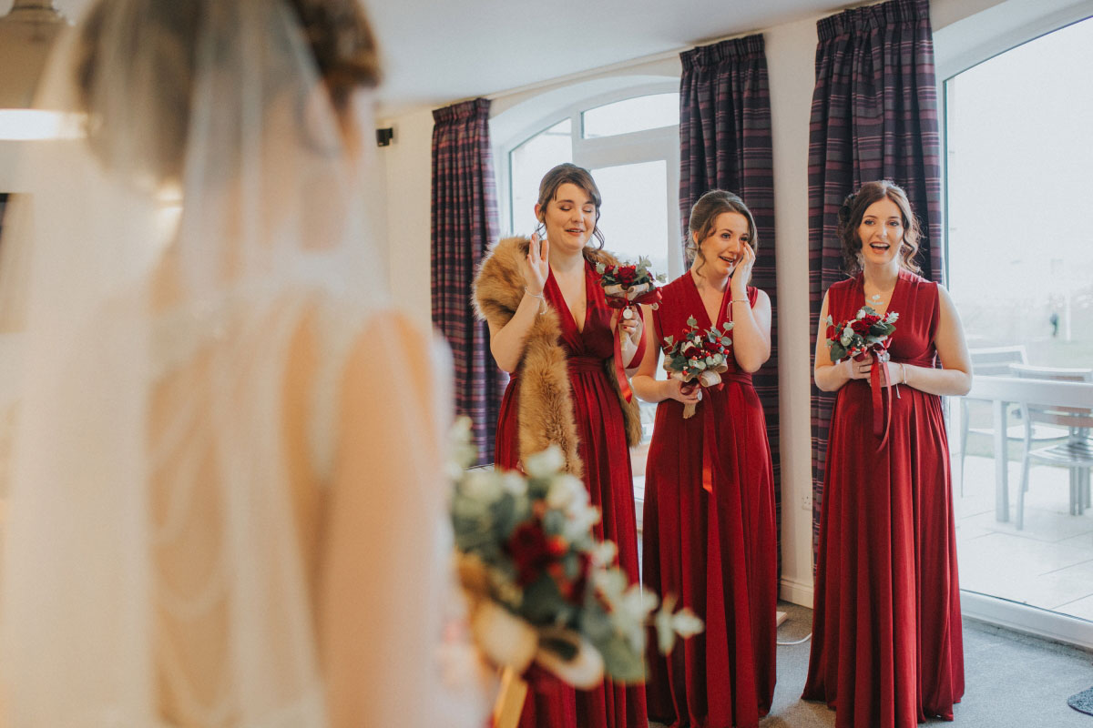 bridesmaids-crying-when-seeing-bride-for-first-time