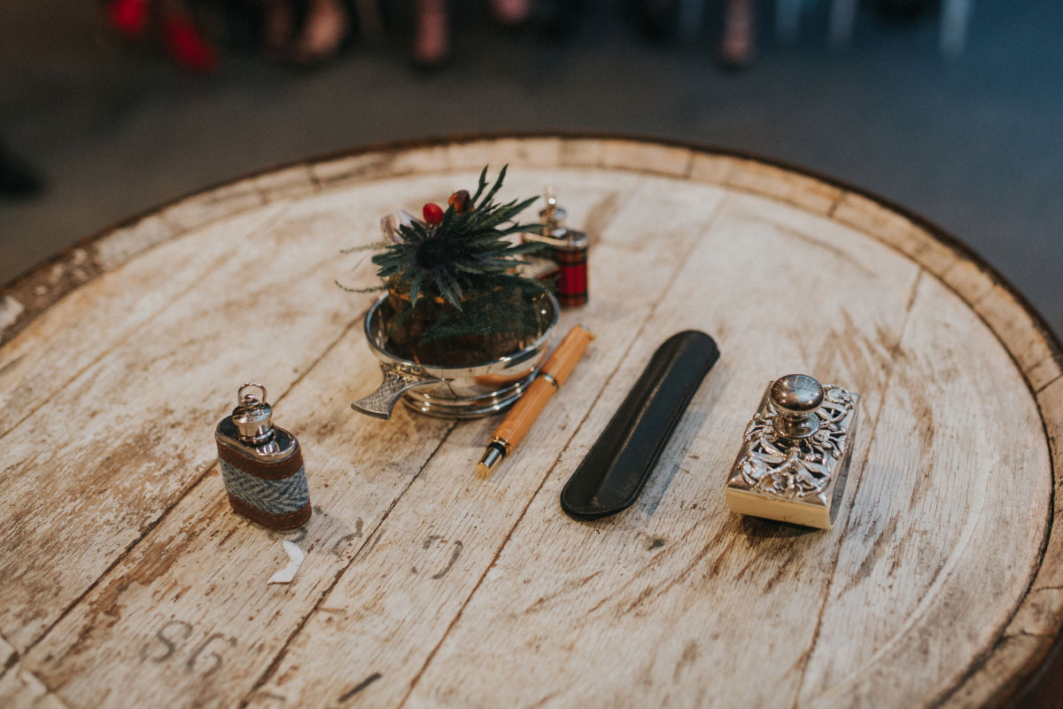 barrel-with-sgian-dubh,-quiach-and-thistles