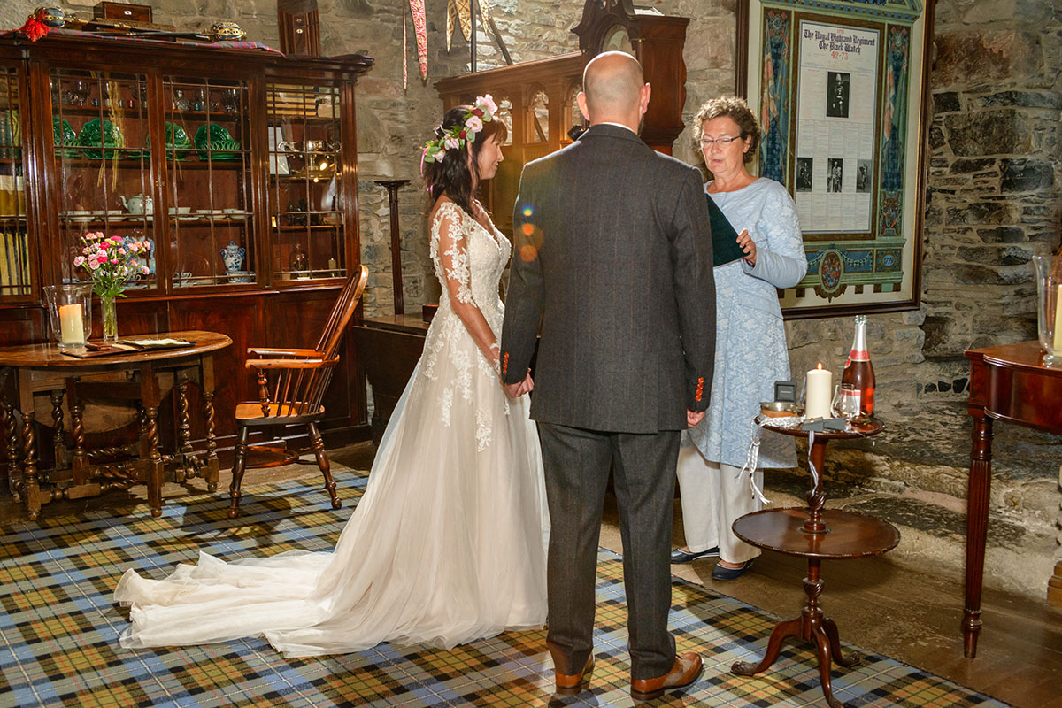 wedding-ceremony-in-castle-drawing-roon
