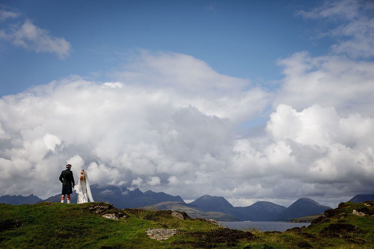bride-and-groom-on-the-top-of-hills