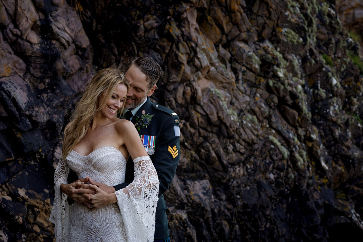 bride-and-groom-by-cliffs