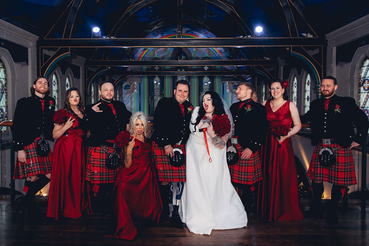bridal-party-in-red-kilts-and-dresses