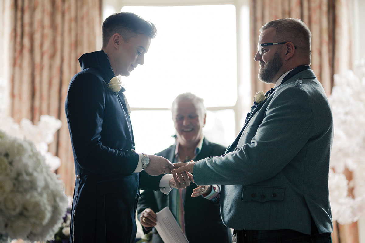 exchanging-rings-during-wedding-ceremony