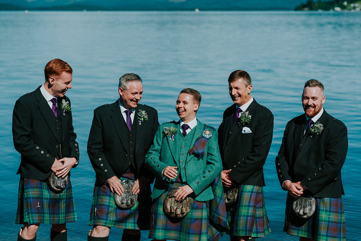 groom-in-green-kilt-outfit-and-groomsmen