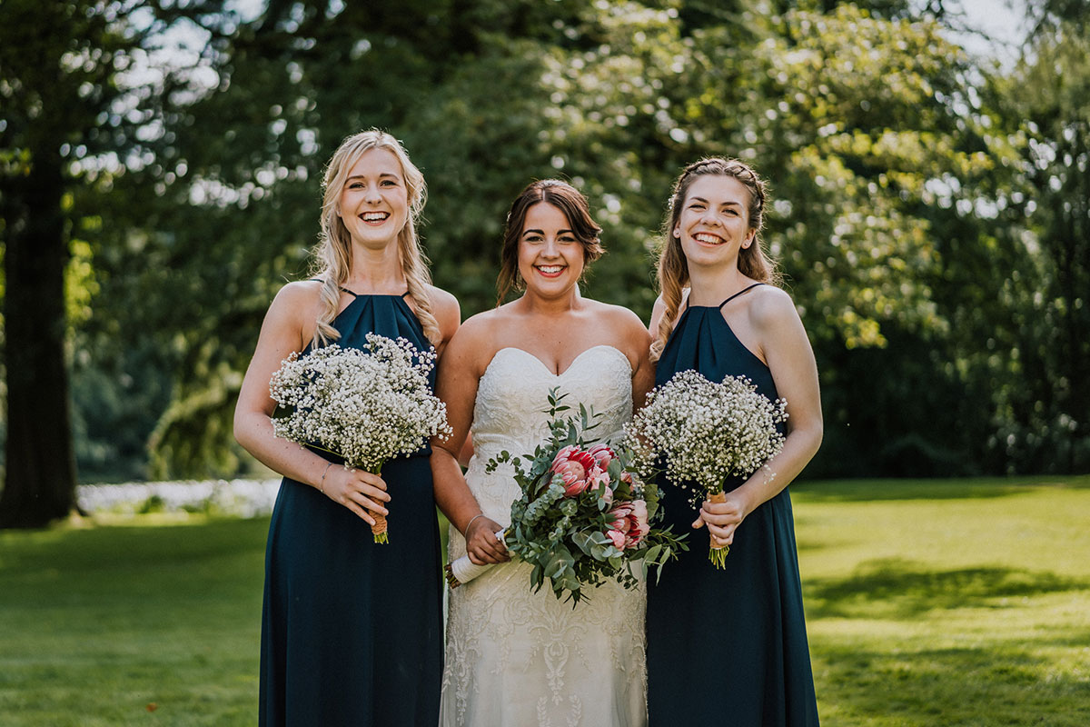 bride-with-her-bridesmaids-and-gypsophelia-bouquets