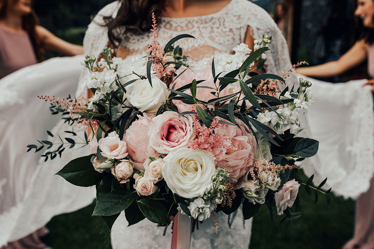 pink-and-white-flower-bouquet