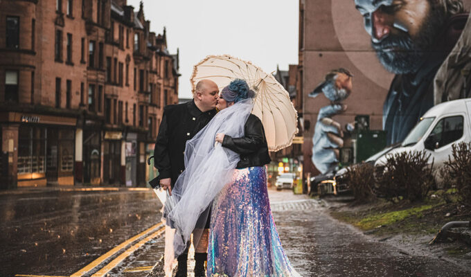 bride-and-groom-kissing-in-centre-of-glasgow