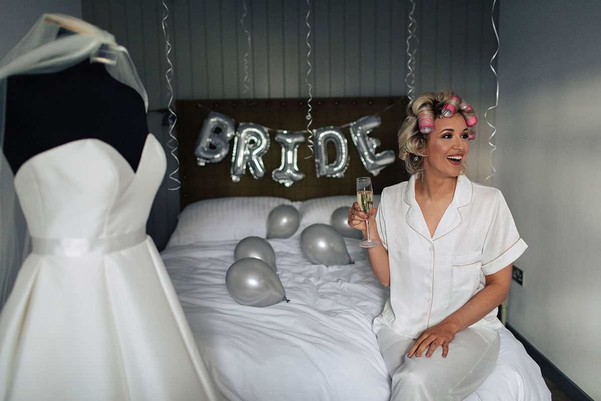 bride-wedding-morning-bride-balloons