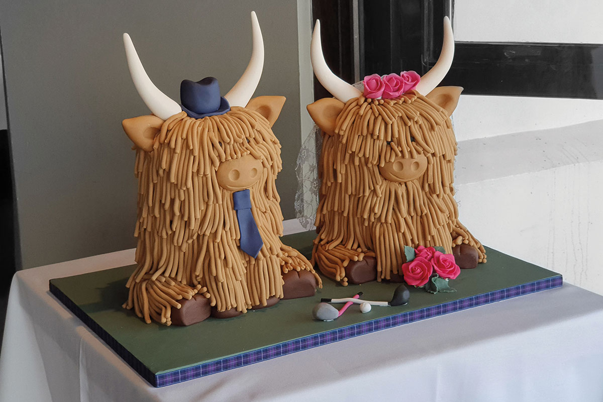 highland cow wedding cake
