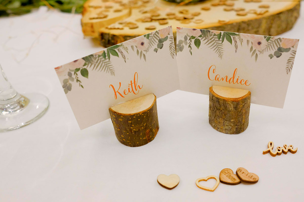bride-groom-place-settings-on-wooden-log
