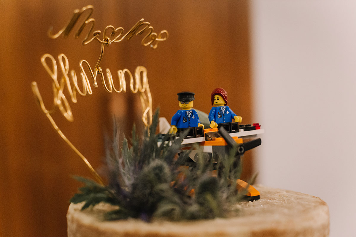 lego-wedding-cake-topper-with-wire-name
