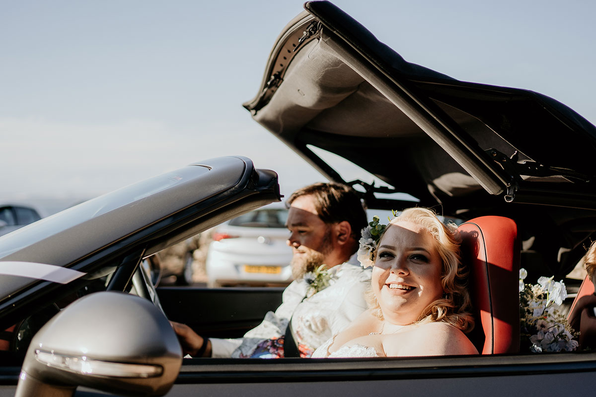 bride-in-convertible-car-fife-wedding-victoria-photography