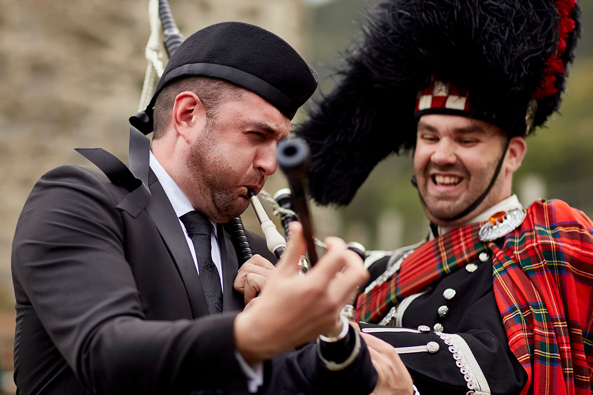 groom trying to play bagpipes