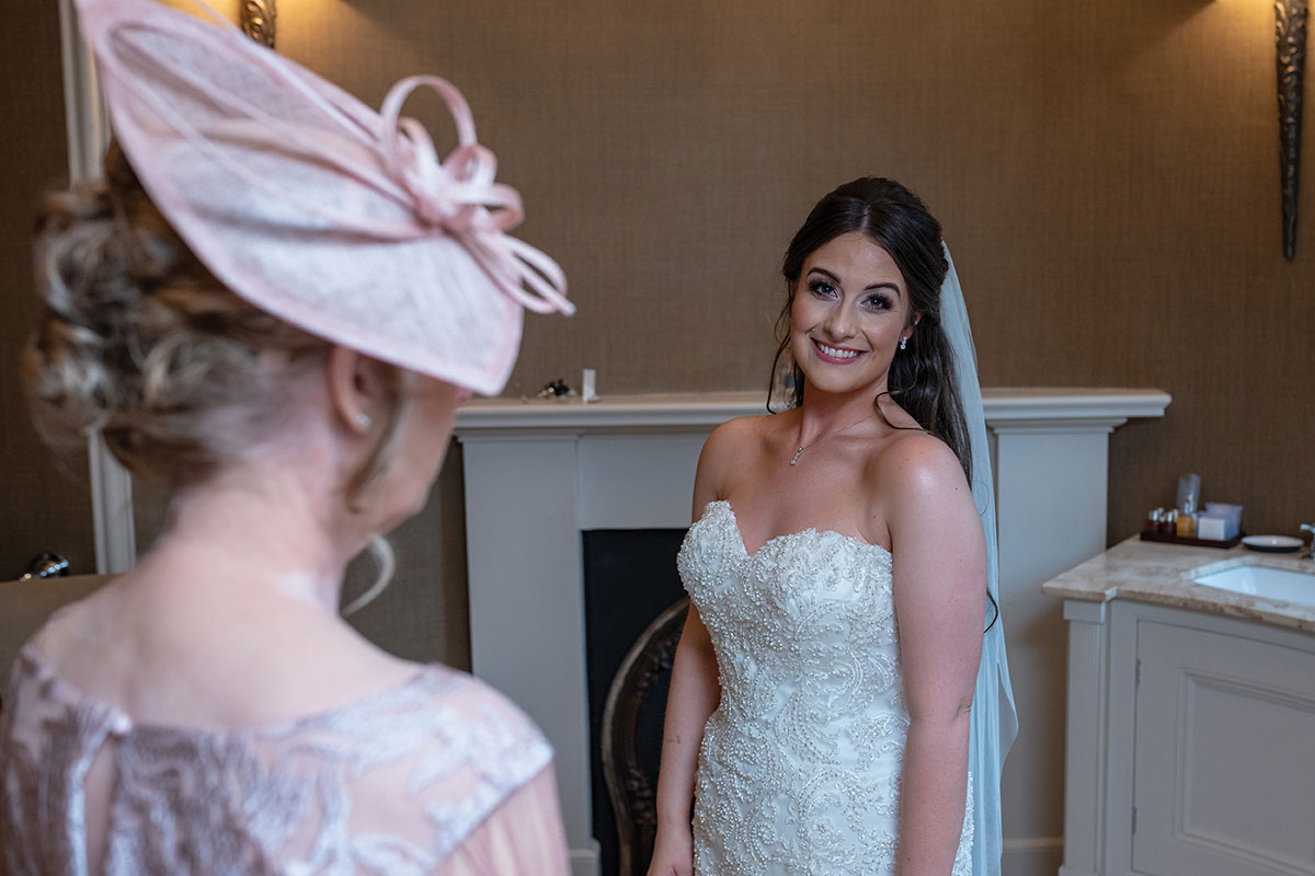 CameraShy Photography Carlowrie Castle wedding bride-with-mum