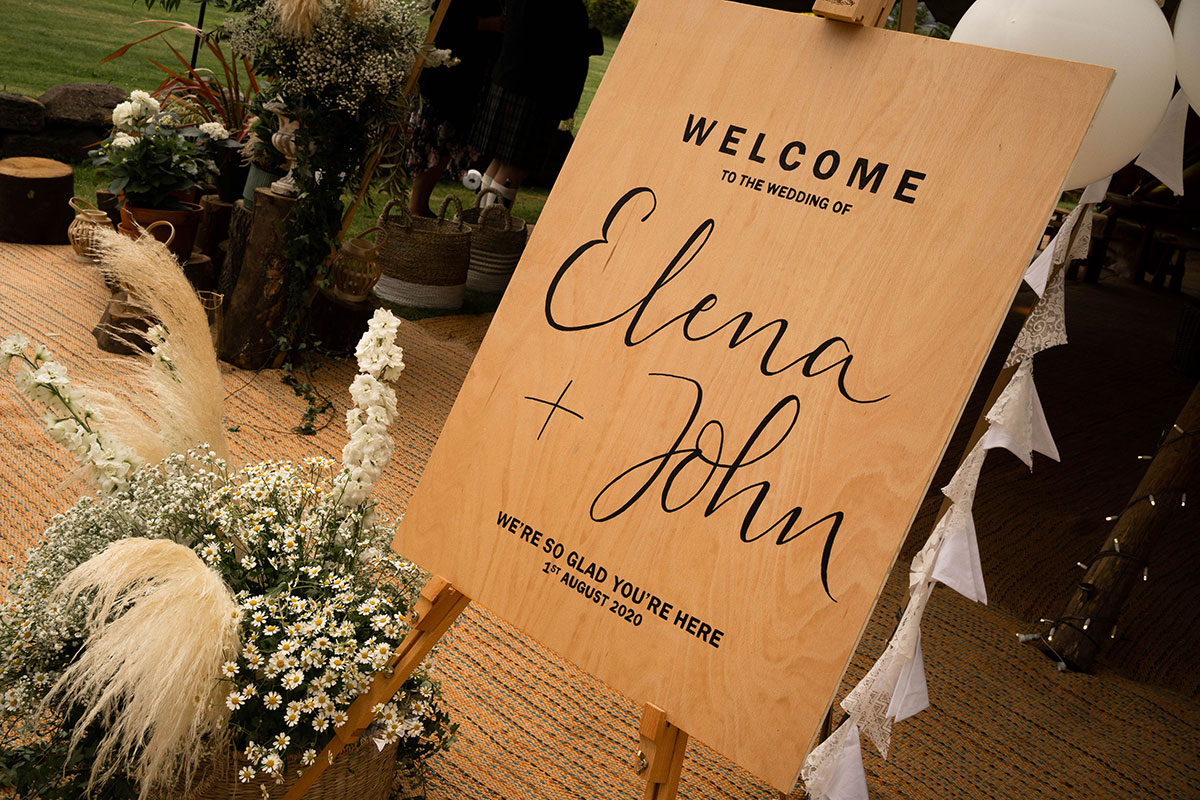 wooden wedding welcome sign with pampas grass and daisy wedding arrangement by Fiori Glasgow florist