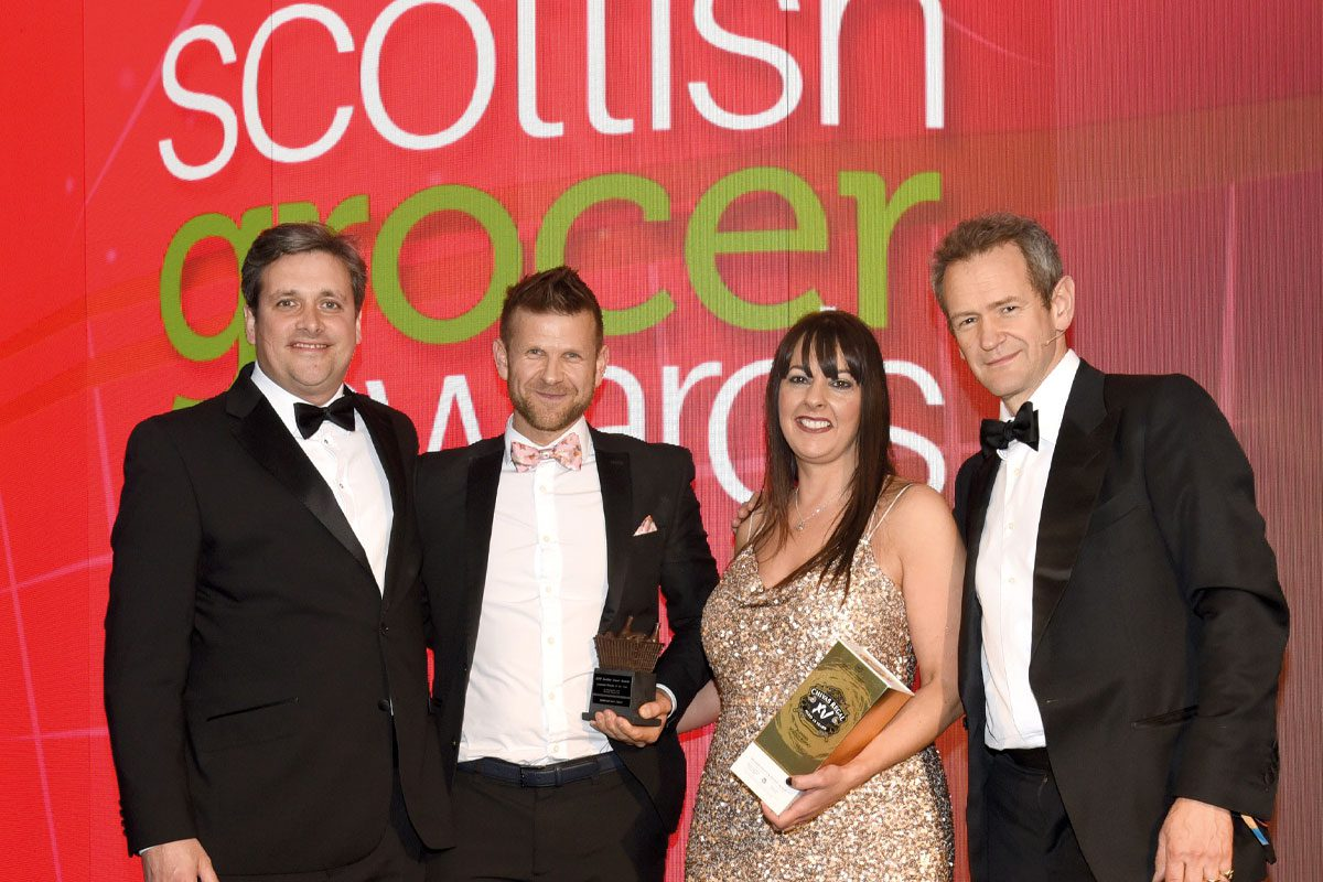 Ross and Mandi receive Scottish Grocer Licensed Retailer of the Year award