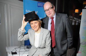 Nicola Sturgeon MSP and Bill McBride CSIC view Philadelphia from 115m high courtesy of Heriot Watt's ICE project at The Construction Scotland Annual Conference